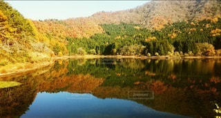 秋のリフレクションの写真・画像素材[2513059]