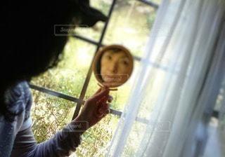 鏡の中の私の写真・画像素材[2650103]