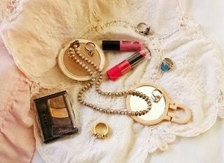 アクセサリー,屋内,かわいい,指輪,鏡,布,ネックレス,リング,美容,ミラー,リップ,Cute,コスメ,キュート,化粧品,ジュエリー,フォトジェニック,インスタ映え