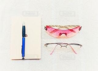 ファッション,アクセサリー,ピンク,サングラス,本,眼鏡,ペン,可愛い,Cute,メガネ,並べる,フォトジェニック,インスタ映え
