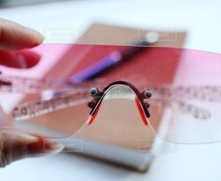 ファッション,アクセサリー,屋内,ピンク,サングラス,本,手,眼鏡,ペン,透明感,メガネ,フォトジェニック,インスタ映え