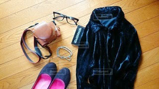 ファッション,カメラ,アクセサリー,靴,ピンク,黒,本,人物,コーディネート,コーデ,ブラック,メガネ,履物,フォトジェニック,長袖,黒コーデ,インスタ映え