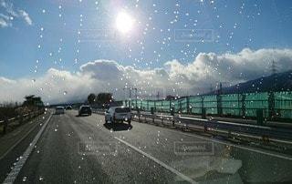風景,空,屋外,太陽,車,水滴,光,高速道路,キラキラ,雨上がり,窓越し,車両,日中,クラウド,フォトジェニック,にわか雨,インスタ映え