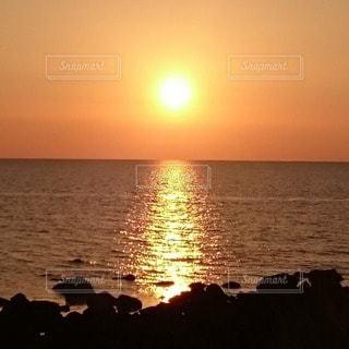 自然,海,空,屋外,太陽,夕暮れ,水面,海岸,水平線,光,美しい,岩,sunset,フォトジェニック,インスタ映え