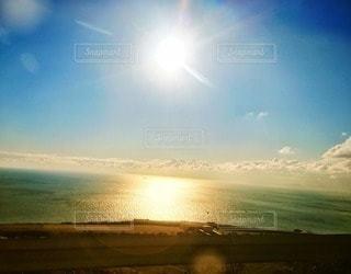 自然,風景,海,空,屋外,太陽,雲,水面,海岸,光,キラキラ,フレア,日中,クラウド,フォトジェニック,インスタ映え