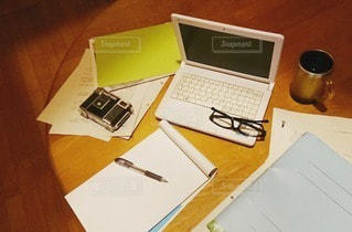 屋内,室内,テーブル,ペン,ノート,マグカップ,勉強,自宅,雑然,フォトジェニック,自習,学習,インスタ映え,自宅学習