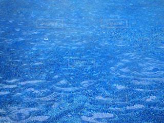 水溜りに雨模様◎の写真・画像素材[2211084]
