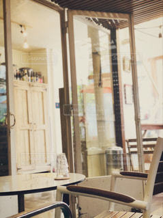 休日はお気に入りのカフェでの写真・画像素材[2251756]