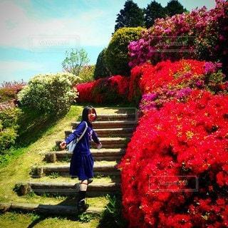 女性,子ども,1人,風景,公園,花,屋外,散歩,女の子,樹木,草木