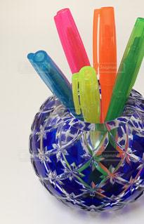 花瓶と蛍光ペンの写真・画像素材[2297906]