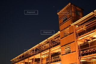 夜の赤レンガ倉庫の写真・画像素材[2771479]