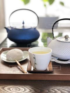 苺大福と緑茶の写真・画像素材[2980612]