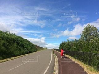 空,自転車,屋外,晴れ,青空,晴天,散歩,レジャー,お散歩,ライフスタイル,おでかけ,お出かけ