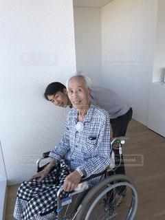 屋内,人物,人,笑顔,入院,車椅子