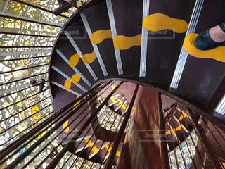 螺旋階段の足跡の写真・画像素材[2171596]