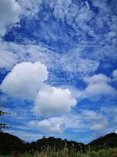 広い空の雲の写真・画像素材[2439848]