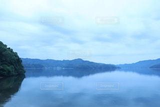 女性,男性,子ども,家族,恋人,友だち,1人,自然,風景,空,屋外,湖,雲,水面,海岸,霧,山,日中