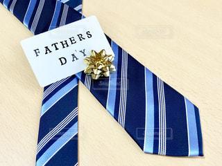 父の日に青いネクタイのプレゼントの写真・画像素材[2181783]