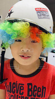マドックス・ジョリー・ピットヘルメットをかぶっての写真・画像素材[2184704]