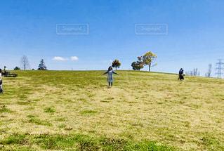 フィールドの人々のグループの写真・画像素材[2261308]