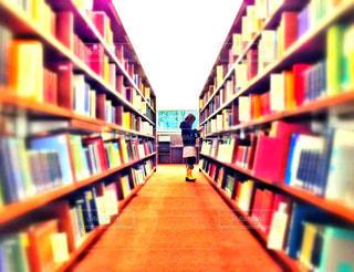 図書館での勉強の写真・画像素材[2493093]