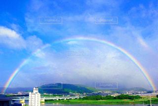 大きな大きな虹の写真・画像素材[2597288]