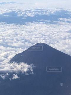 機上から雲海と富士山を眺めての写真・画像素材[2413736]