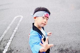 鉢巻きと法被を着た男の子の写真・画像素材[2478903]