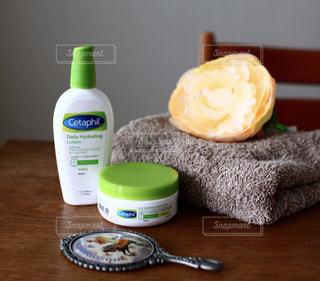 テーブルの上の化粧品の写真・画像素材[2761180]