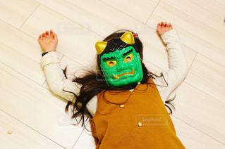 倒れる緑鬼の写真・画像素材[2924108]