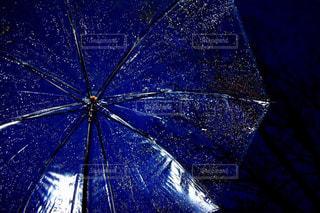夜,雨,傘,屋外,水,水滴,雨の日