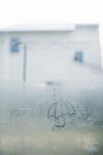 雨,傘,水,部屋,室内,窓,rain,雫,雨の日,フィルム写真,window,umbrella,nikonnewFM2