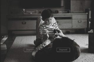 モノクロ,室内,子供,イベント,パパ,男の子,父,Leica,父の日,フィルム写真,男の子パパ,6月16日