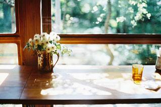 カフェの窓辺の写真・画像素材[2255428]