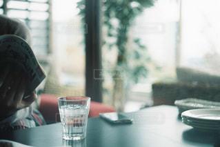 カフェでのんびりの写真・画像素材[2259127]