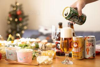 クラフトビールでクリスマスパーティーの写真・画像素材[2814398]