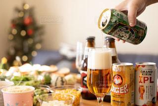 クラフトビールでクリスマスパーティーの写真・画像素材[2814424]