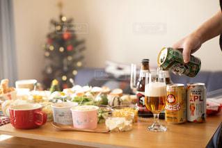 クラフトビールでクリスマスパーティーの写真・画像素材[2814421]