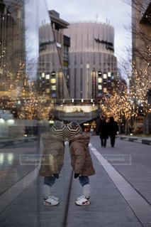 子ども,屋外,イルミネーション,リフレクション,男の子,グランフロント大阪,うめきた広場,シャンパンゴールド