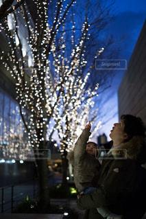子ども,家族,屋外,イルミネーション,リフレクション,グランフロント大阪,うめきた広場,シャンパンゴールド