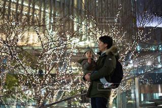 子ども,家族,屋外,階段,イルミネーション,グランフロント大阪,うめきた広場,シャンパンゴールド