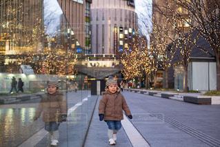 子ども,屋外,イルミネーション,リフレクション,グランフロント大阪,うめきた広場,シャンパンゴールド
