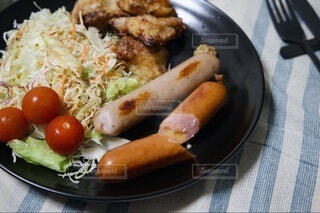 食べ物,食卓,屋内,皿,湯気,ソーセージ,ジューシー,夕飯,アツアツ,プチ贅沢,チェダーチーズ,ジョンソンヴィル,レモン&ペッパー