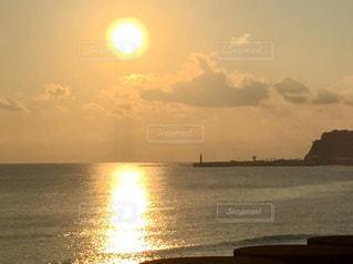 自然,風景,海,空,夕日,太陽,雲,夕暮れ,水面,海岸,オレンジ,光,夕陽,ドライブ