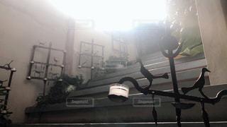 レトロな屋内階段の写真・画像素材[2185725]
