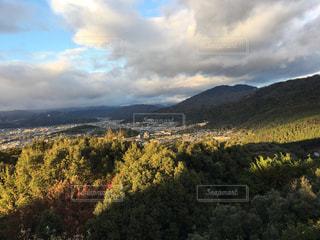 山の夕暮れの写真・画像素材[2211417]