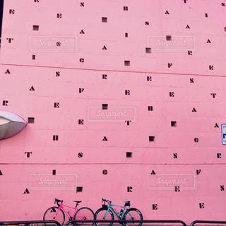 ピンクの壁の写真・画像素材[2230707]