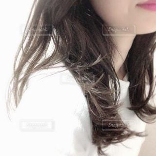女性,自撮り,ヘアスタイル,髪型,セルフィー,ヘアカラー,美容院,カラーリング,セミロング,ヘアサロン,ヘアカット,セルフショット