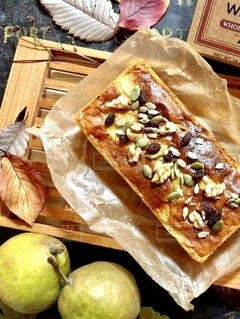 洋梨とナッツのパウンドケーキの写真・画像素材[3716441]