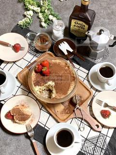 食べ物,スイーツ,カフェ,ケーキ,コーヒー,朝食,デザート,皿,リラックス,食器,チョコレート,珈琲,おいしい,テーブルフォト,おうちカフェ,手作り,ドリンク,ココア,おうち,菓子,ライフスタイル,ティラミス,大皿,おうち時間,フードフォト